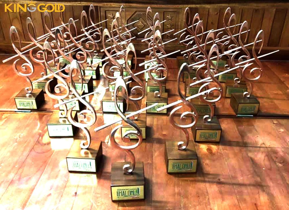 King Gold chế tác cúp lưu niệm liên hoan âm nhạc quốc tế Hạ Long 2020