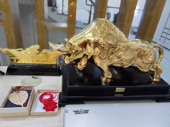 """Cực phẩm phong thủy """"Bò Vàng Tài Chính"""" do King Gold Art chế tác"""